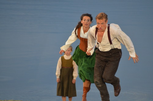 PG 2014 Peer Gynt (Mads Ousdal) og Solveig (Heidi Ruud Ellingsen) (ved Gålåvannet 06.08.14)